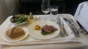 Lunch im auf dem Flug Dubai-Auckland